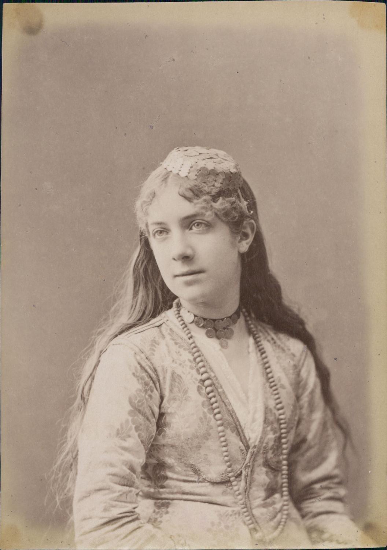 maghreb  jeune femme mauresque aux cheveux longs  ca 1880  vintage albumen print